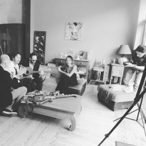 Ce matin séance photo avec les copains  de BOOTZ  merci Yann et Lucile ;) @bootz_groupe @yann_evrard_cover_in_french @lucilejon
